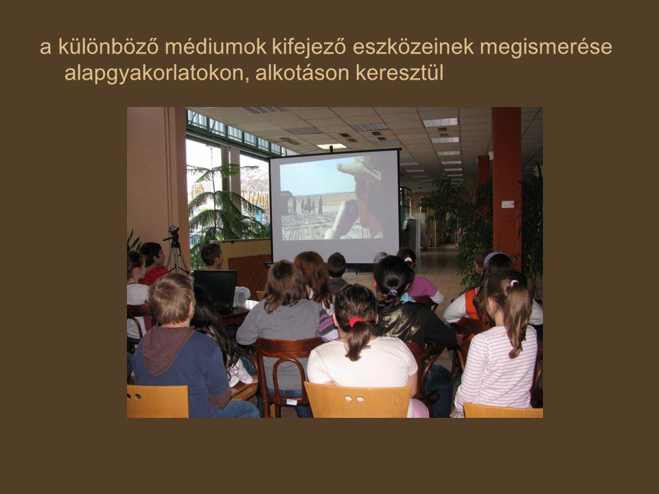 Pedagógiai szerepjáték rekonstrukció változtatás, változás reflexió Médiapedagógia szemléletmódja: A médiaélményt nem elfedni, hanem felfedni kell.