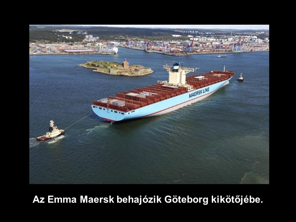 Az Emma Maersk behajózik Göteborg kikötőjébe.