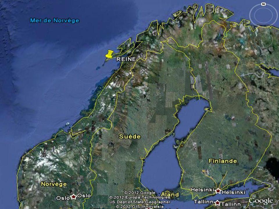 REINE Reine egy fest ő i halászfalu, a Lofoten szigetek ékszere. Mindig sok fest ő és fotós jár itt, megpróbálják megragadni a hegyek csipkés csúcsai