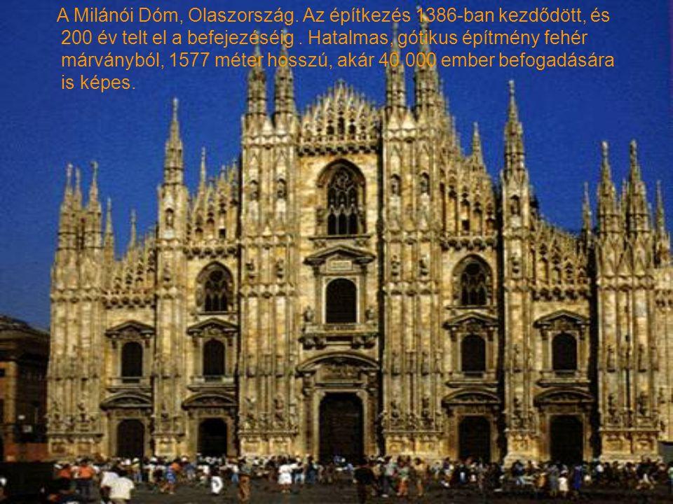 A Milánói Dóm, Olaszország.Az építkezés 1386-ban kezdődött, és 200 év telt el a befejezéséig.