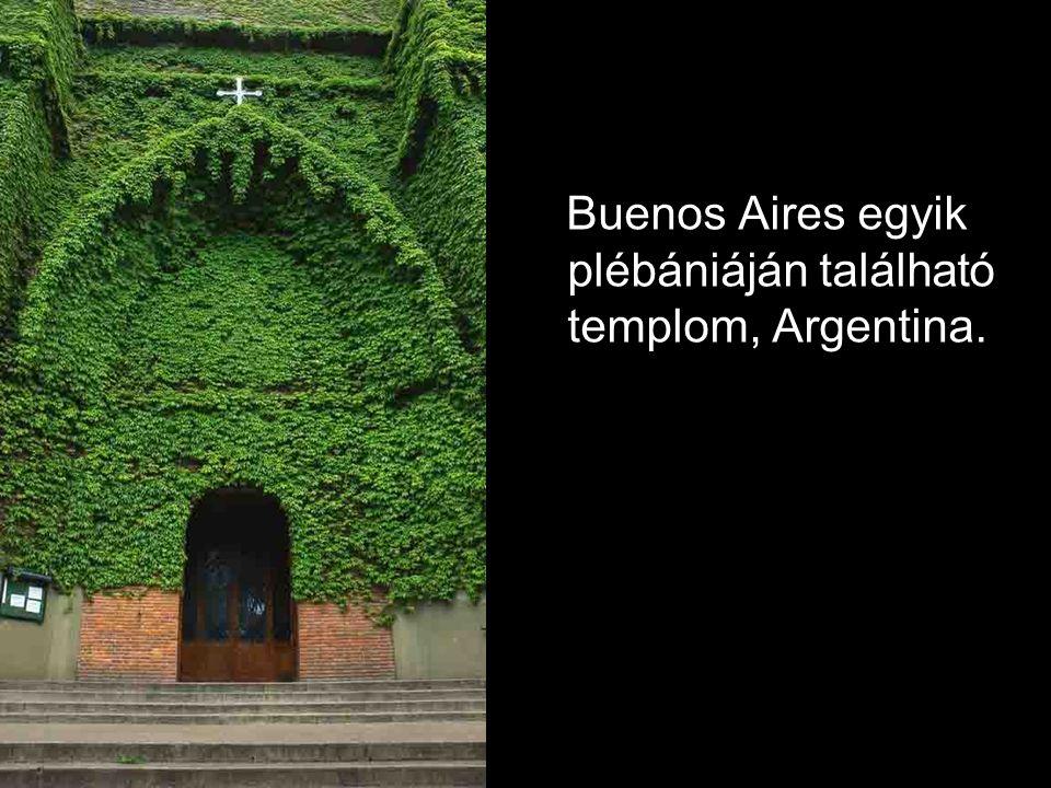 Buenos Aires egyik plébániáján található templom, Argentina.
