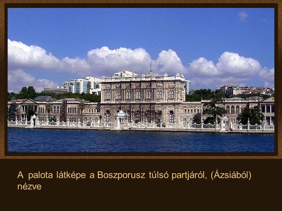 A palota látképe a Boszporusz túlsó partjáról, (Ázsiából) nézve.