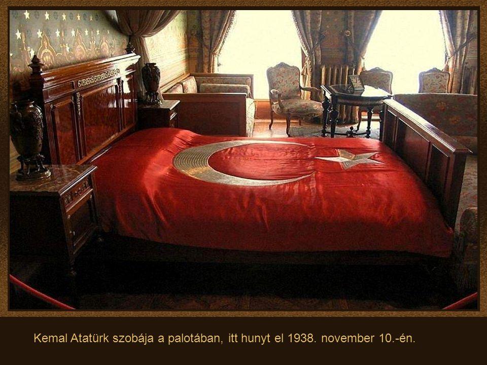 Kemal Atatürk szobája a palotában, itt hunyt el 1938. november 10.-én.