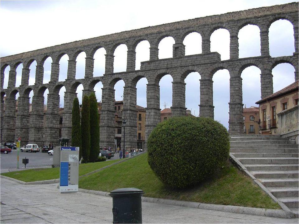 A Segovia-i akvadukt talán a legnagyobb és legépebb akvadukt (oszlopokon álló vízvezeték) az ókori római császárság idejéből.