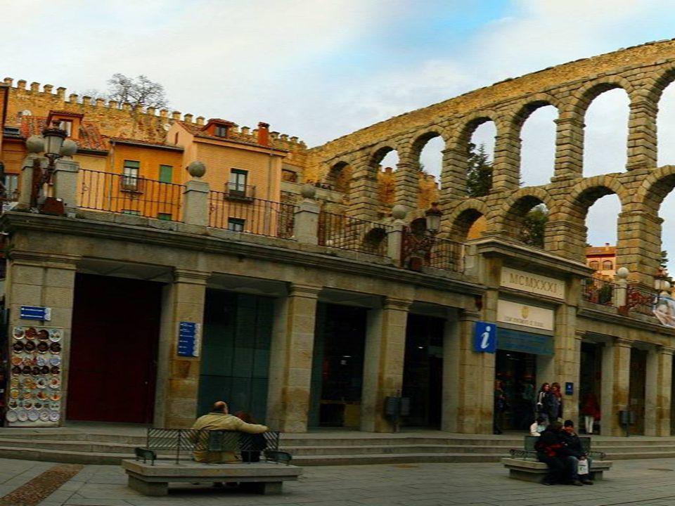 Az Acueducto de Segovia (római-kori akvadukt Segoviában), az egyik legépebben megmaradt római- kori építmény.