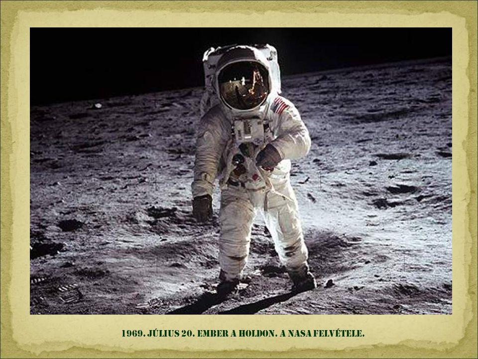1968. december 24. az APOLLO 8-ról készített elsö fénykép a holdárnyékban lev ő Földr ő l.