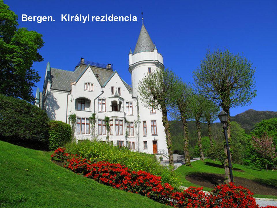 Norvégia. Reine falu