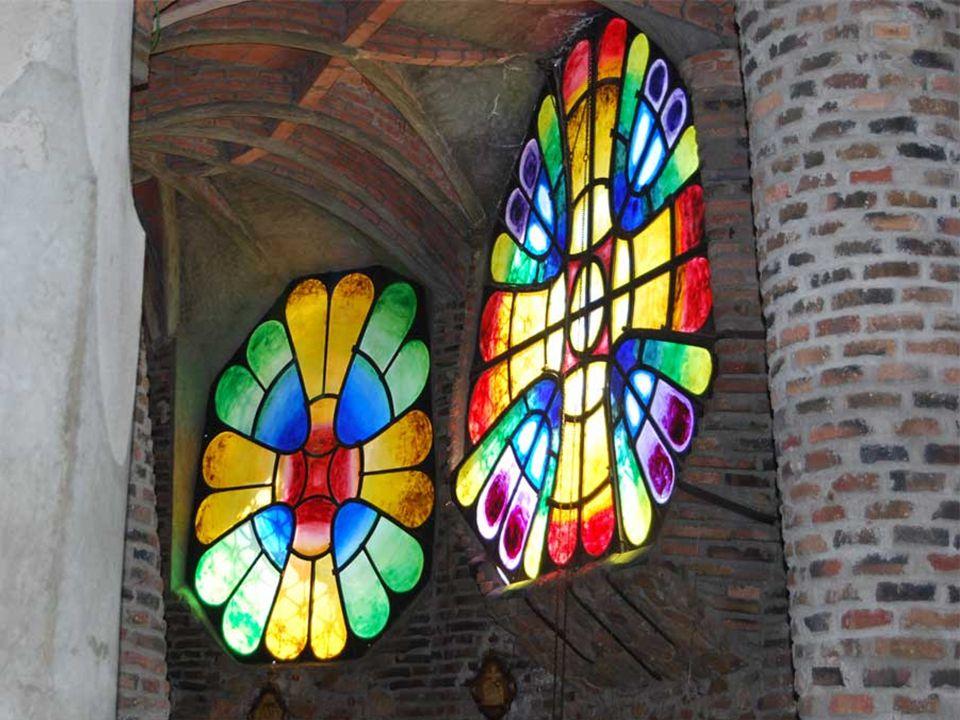 A pesar de quedar inacabada, la iglesia supone un punto culminante en la obra de Gaudí.