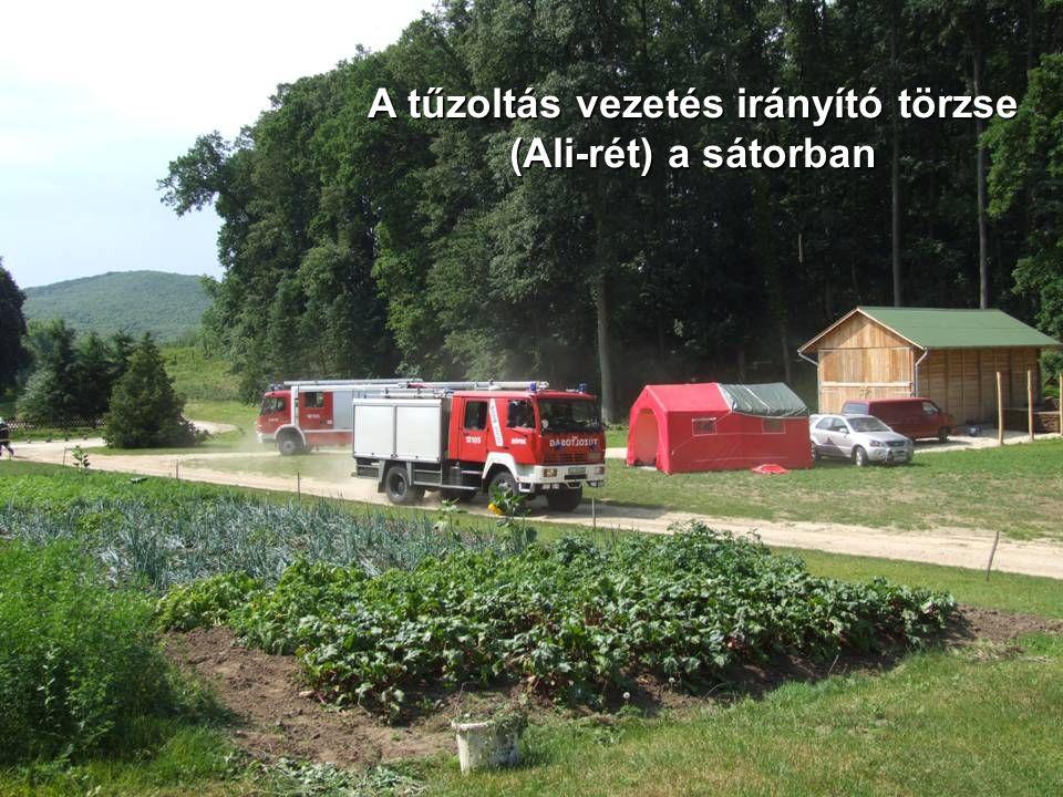 A tűzoltás vezetés irányító törzse (Ali-rét) a sátorban
