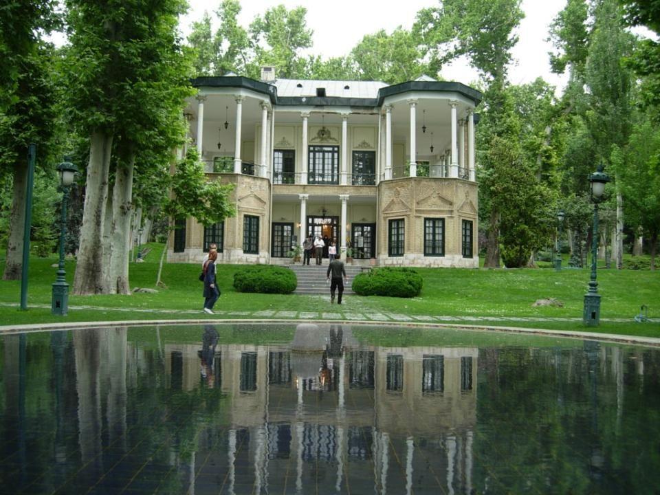 NIAVARAN PALOTA A Niavaran Palota Teheránban van, amely Nasir al-Din sah nyári rezidenciája. A Niavaran palotát később átnevezték Sahebqraniyeh Palotá