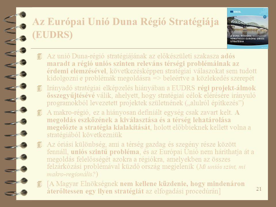 """21 4 Az unió Duna-régió stratégiájának az előkészületi szakasza adós maradt a régió uniós szinten releváns térségi problémáinak az érdemi elemzésével, következésképpen stratégiai válaszokat sem tudott kidolgozni e problémák megoldásra => beleértve a közlekedés szerepét 4 Irányadó stratégiai elképzelés hiányában a EUDRS régi projekt-álmok összegyűjtésévé válik, ahelyett, hogy stratégiai célok elérésére irányuló programokból levezetett projektek születnének (""""alulról építkezés ) 4 A makro-régió, ez a hiányosan definiált egység csak zavart kelt."""