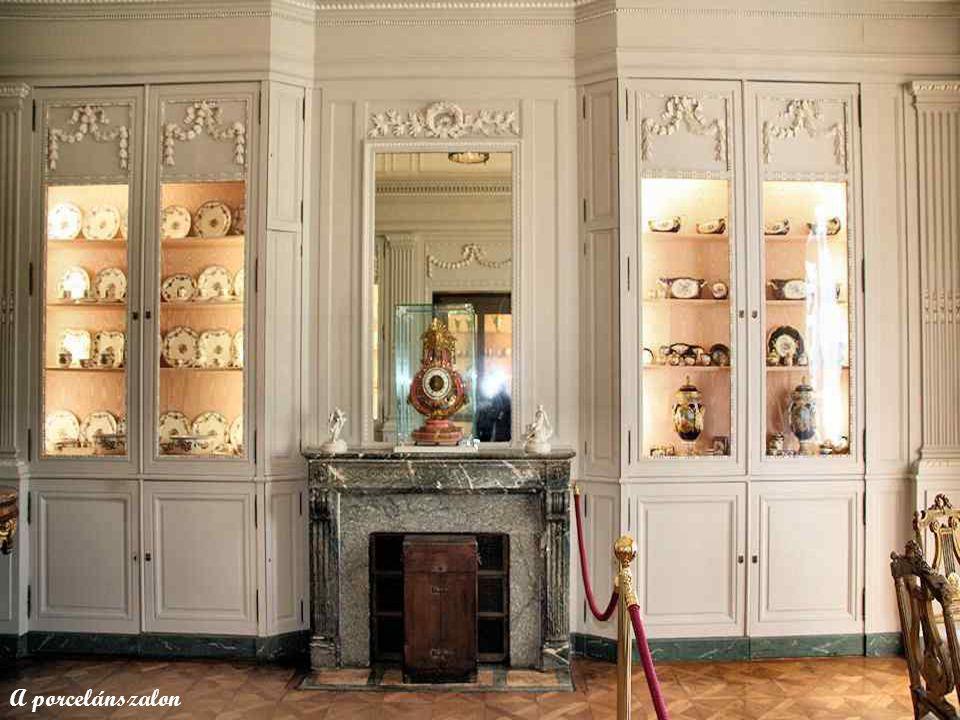 Sèvres-i és Vincennes-i porcelánvázák.