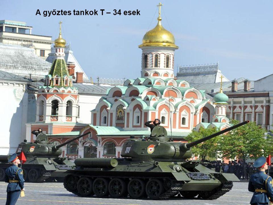 A Welszi Gárda Moszkvában. Háttérben a Szent Bazil székesegyház