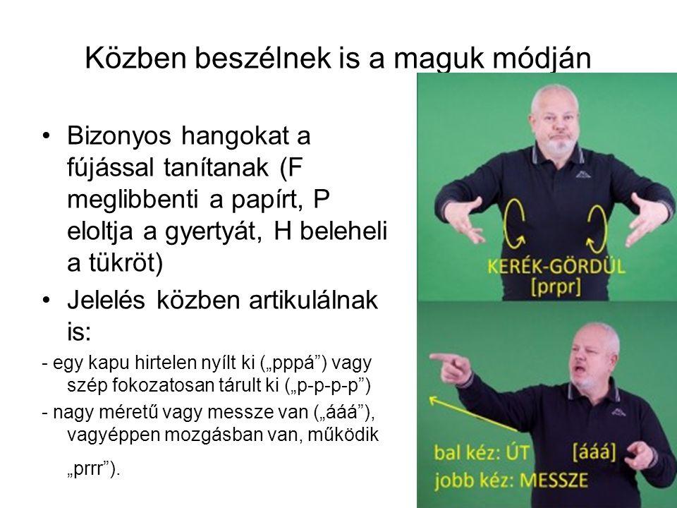 """Közben beszélnek is a maguk módján Bizonyos hangokat a fújással tanítanak (F meglibbenti a papírt, P eloltja a gyertyát, H beleheli a tükröt) Jelelés közben artikulálnak is: - egy kapu hirtelen nyílt ki (""""pppá ) vagy szép fokozatosan tárult ki (""""p-p-p-p ) - nagy méretű vagy messze van (""""ááá ), vagyéppen mozgásban van, működik """"prrr )."""