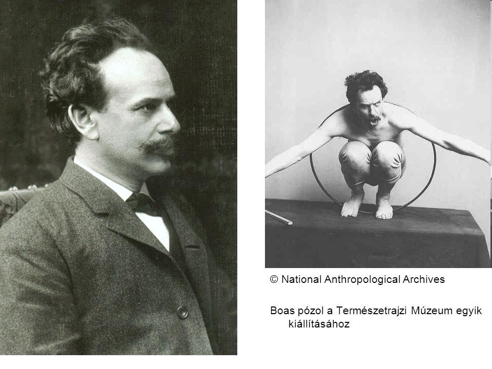 © National Anthropological Archives Boas pózol a Természetrajzi Múzeum egyik kiállításához