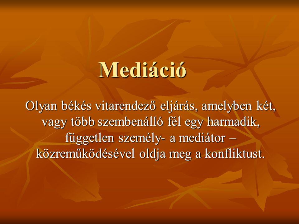 Mediáció Olyan békés vitarendező eljárás, amelyben két, vagy több szembenálló fél egy harmadik, független személy- a mediátor – közreműködésével oldja