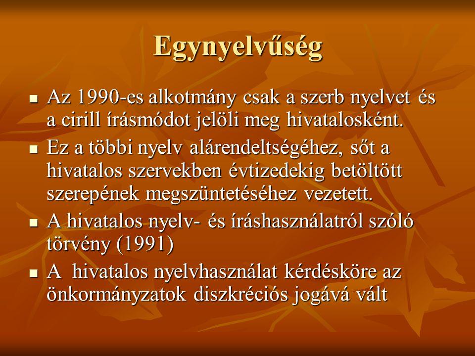 Egynyelvűség Az 1990-es alkotmány csak a szerb nyelvet és a cirill írásmódot jelöli meg hivatalosként. Az 1990-es alkotmány csak a szerb nyelvet és a