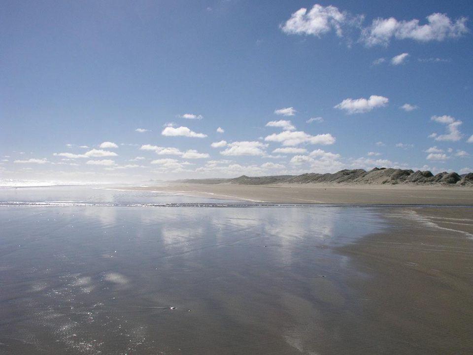 És monda Isten: Legyen mennyezet a víz között, a mely elválasztja a vizeket a vizektől.