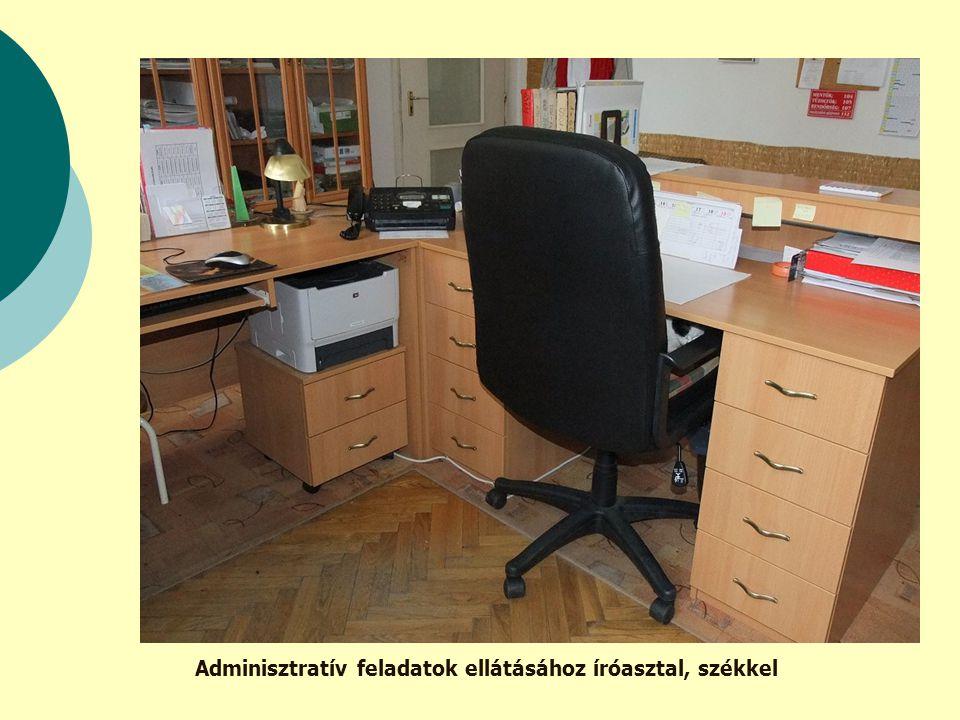 Adminisztratív feladatok ellátásához íróasztal, székkel