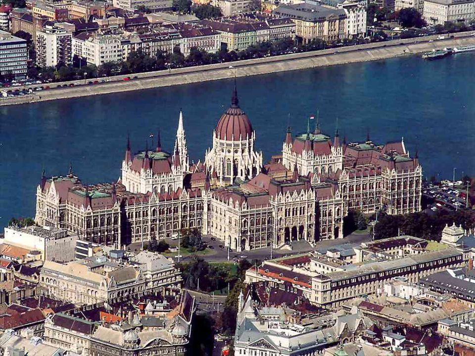 HUNGARY'S PARLAMENT MAGYARORSZÁG PARLAMENTJE PARLAMENTJE