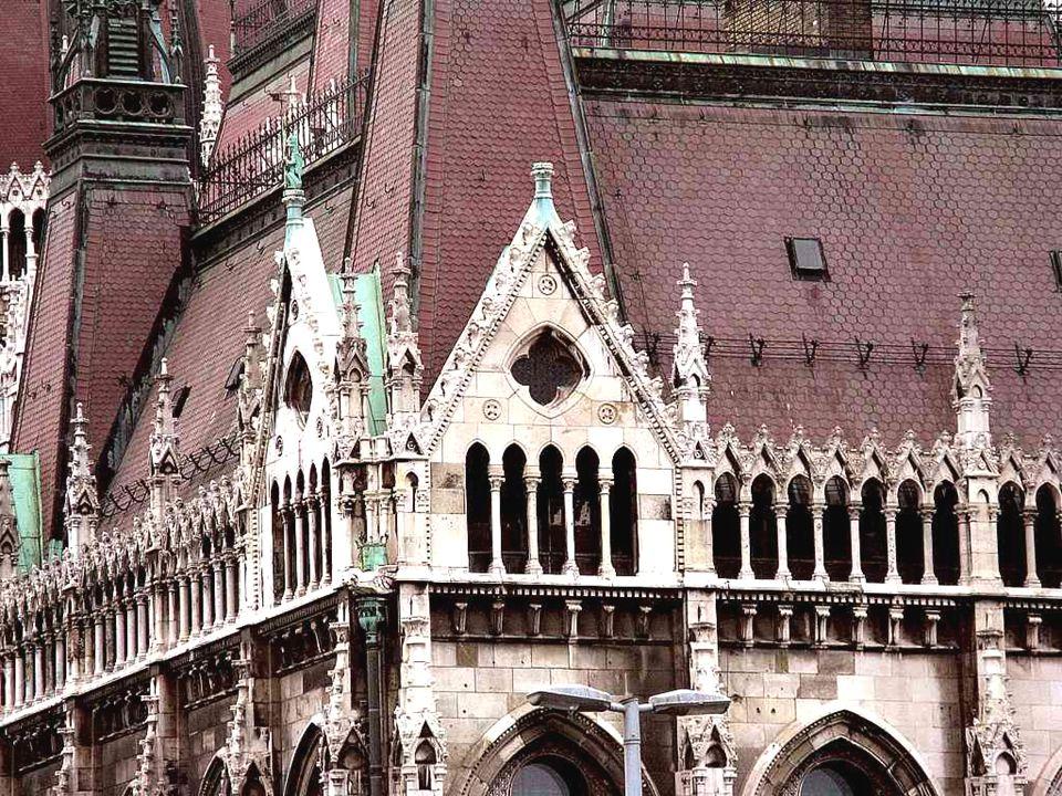 Az Országház építkezéshez feltételül szabták, hogy kizárólag hazai építőanyagokat használjanak fel. Az építkezés 1885-től 1904-ig tartott, azaz a terv