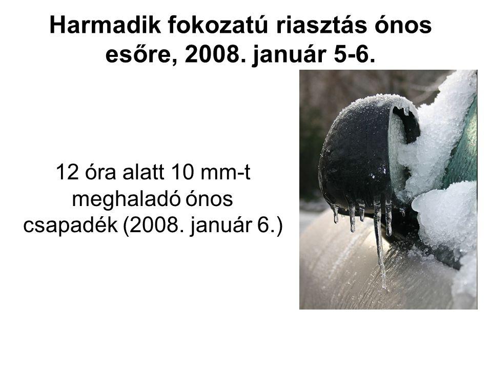 Riasztási üzenetek a)erősen viharos (90, illetve 110 km/h fölötti) széllökés, b)heves zivatar (a legerősebb széllökések meghaladják a 90 km/h-t és/vagy a jég átmérője meghaladja a 2 cm-t), c)lokális, nagy csapadékkal járó (pár óra alatt 50 mm-nél nagyobb) eső, d)ónos eső (tartós – több órás – ónos eső, a várt csapadékmennyiség meghaladja az 1, illetve 5 mm-t), e)magas hótorlaszokat eredményező hófúvás időjárási jelenségekről, azok várható bekövetkezéséről (narancs és piros riasztások) Az értesítés mindaddig érvényben van, amíg a feloldását, vagy módosítását tartalmazó újabb üzenet nem kerül kiadásra.
