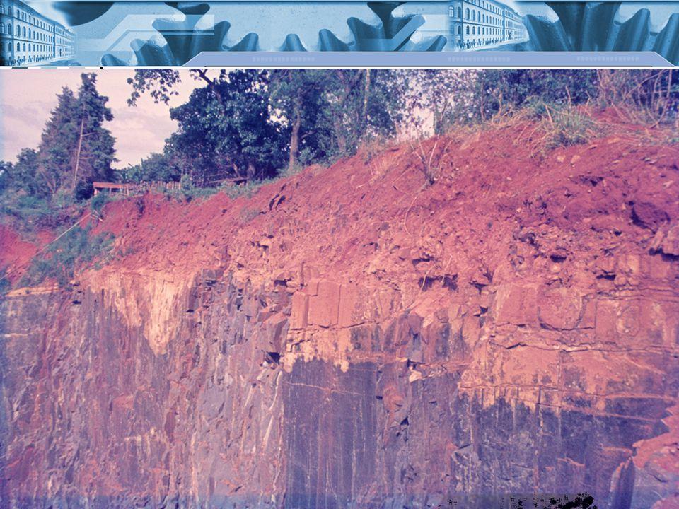A talaj alkotórészei Vázrész: a szilárd fázis Talajkolloidok: a 0,002mm-nél kisebb szilárd rész Talajoldat: a talaj folyékony fázisa, oldott CO 2 -t (szénsavat), ill.