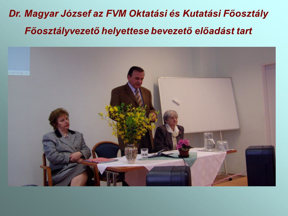 Dr. Magyar József az FVM Oktatási és Kutatási Főosztály Főosztályvezető helyettese bevezető előadást tart