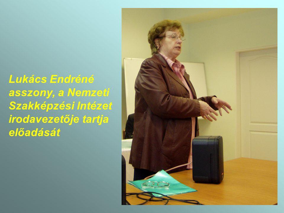 Lukács Endréné asszony, a Nemzeti Szakképzési Intézet irodavezetője tartja előadását