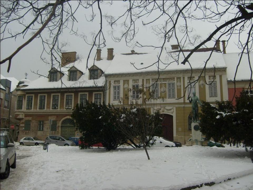 Budai vár A Duna nyugati oldalán, 1987 óta a Világörökség részeként, márgából épült hegyen áll a vár, benne a királyi palota.