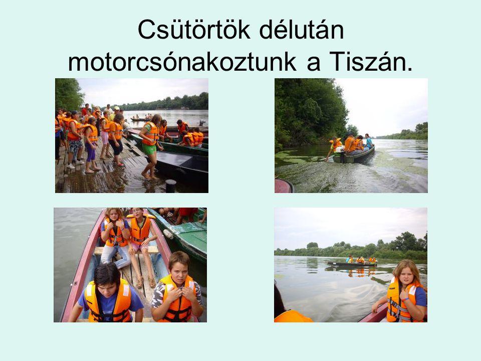 Csütörtök délután motorcsónakoztunk a Tiszán.