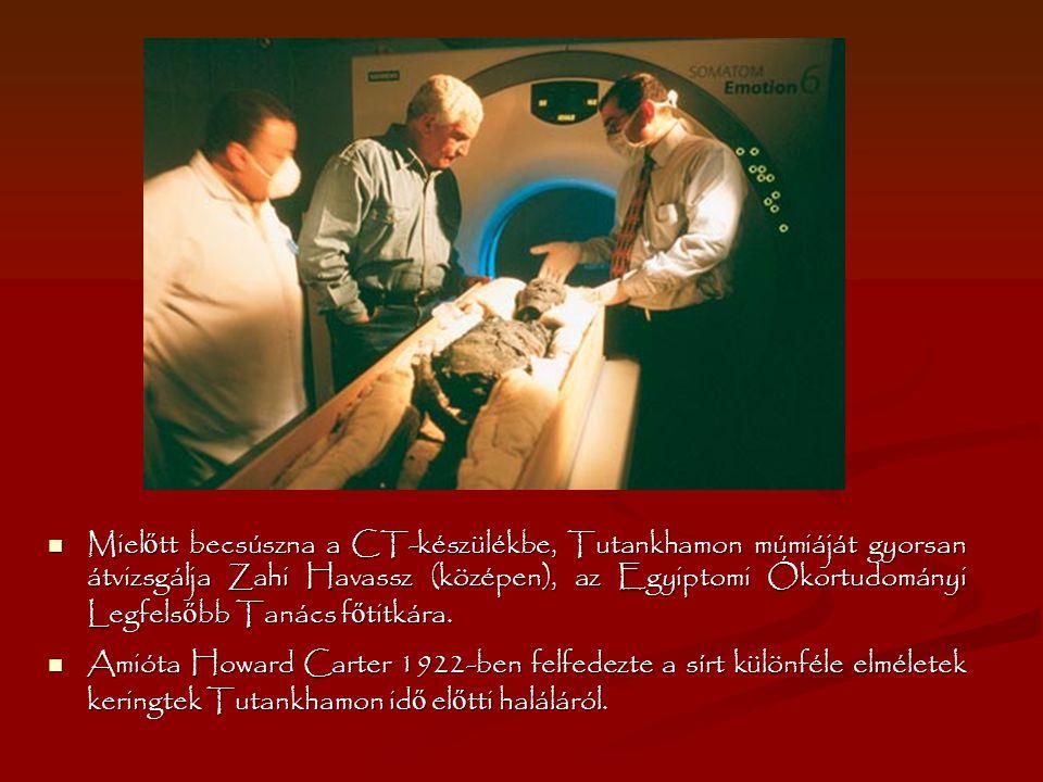Miel ő tt becsúszna a CT-készülékbe, Tutankhamon múmiáját gyorsan átvizsgálja Zahi Havassz (középen), az Egyiptomi Ókortudományi Legfels ő bb Tanács f