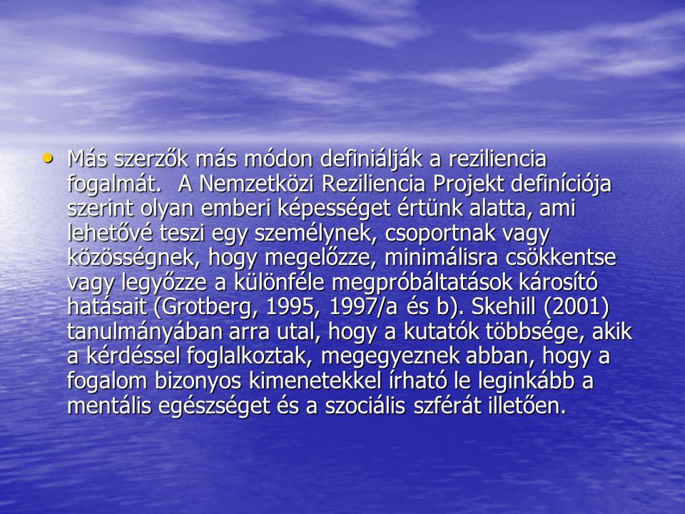 Más szerzők más módon definiálják a reziliencia fogalmát.A Nemzetközi Reziliencia Projekt definíciója szerint olyan emberi képességet értünk alatta, ami lehetővé teszi egy személynek, csoportnak vagy közösségnek, hogy megelőzze, minimálisra csökkentse vagy legyőzze a különféle megpróbáltatások károsító hatásait (Grotberg, 1995, 1997/a és b).