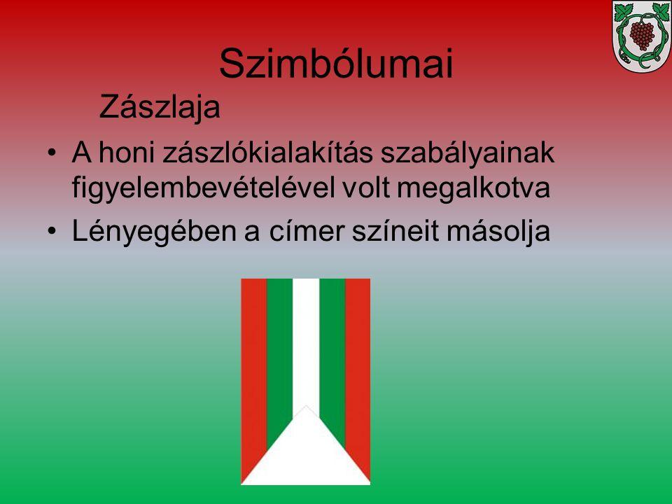 Szimbólumai A honi zászlókialakítás szabályainak figyelembevételével volt megalkotva Lényegében a címer színeit másolja Zászlaja