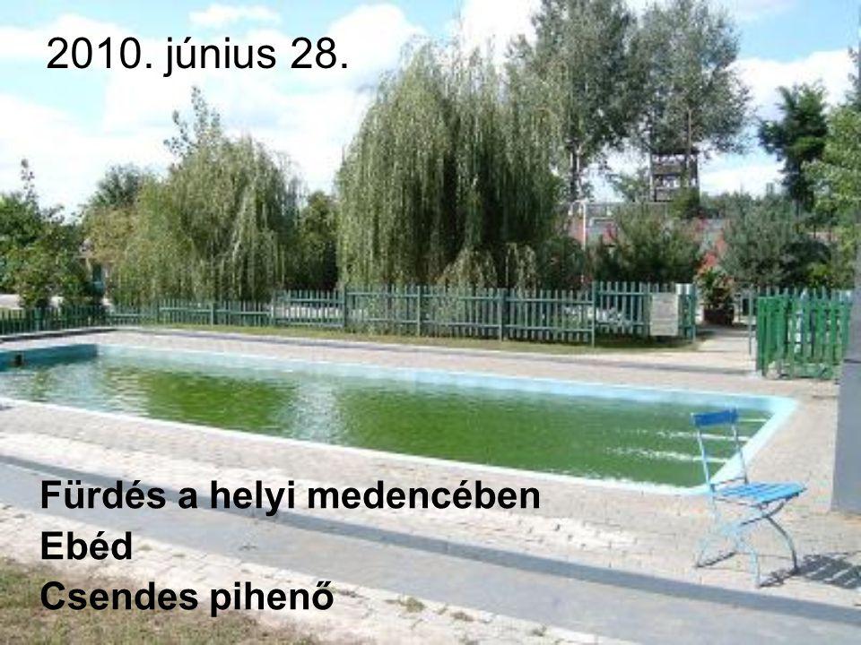 2010. június 28. Fürdés a helyi medencében Ebéd Csendes pihenő