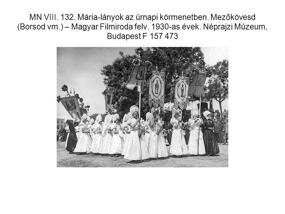 MN VIII. 132. Mária-lányok az úrnapi körmenetben. Mezőkövesd (Borsod vm.) – Magyar Filmiroda felv. 1930-as évek. Néprajzi Múzeum, Budapest F 157 473