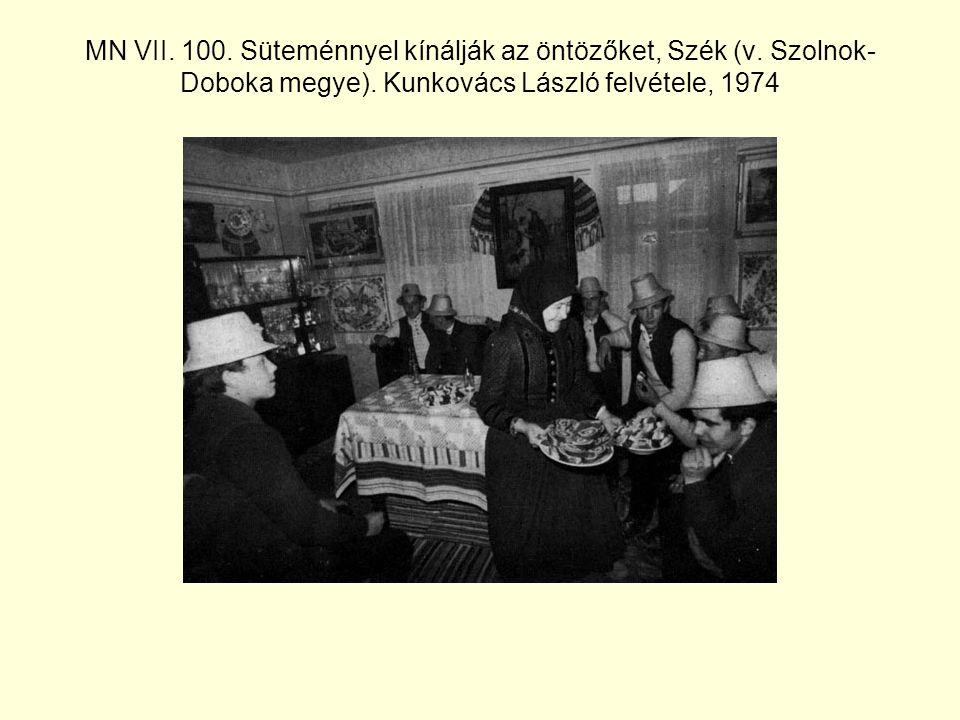 MN VII.100. Süteménnyel kínálják az öntözőket, Szék (v.