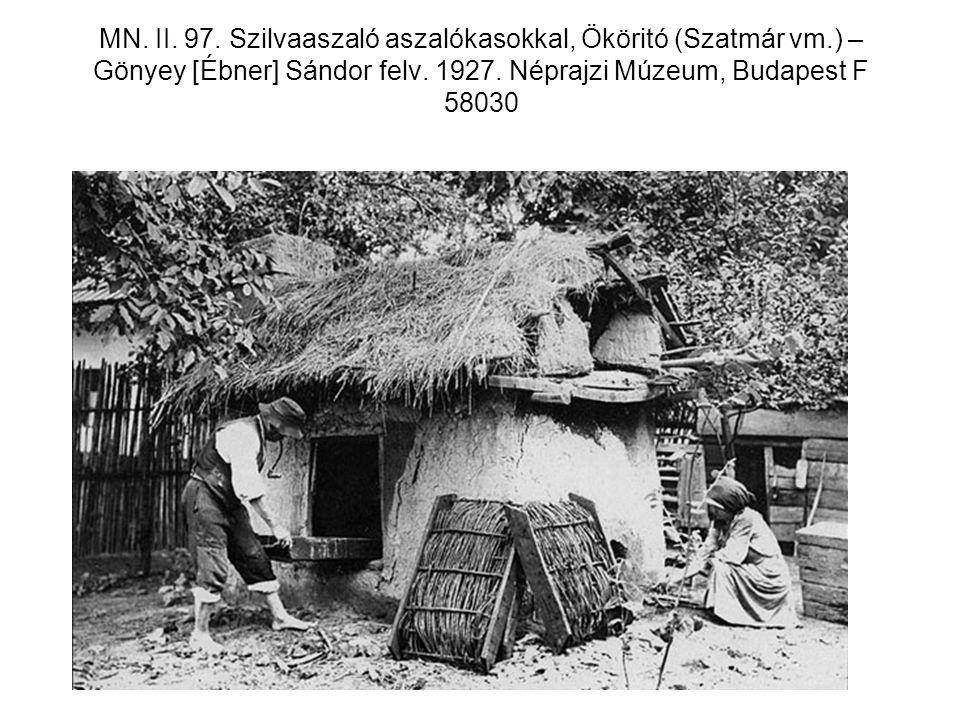 MN. II. 97. Szilvaaszaló aszalókasokkal, Ököritó (Szatmár vm.) – Gönyey [Ébner] Sándor felv. 1927. Néprajzi Múzeum, Budapest F 58030