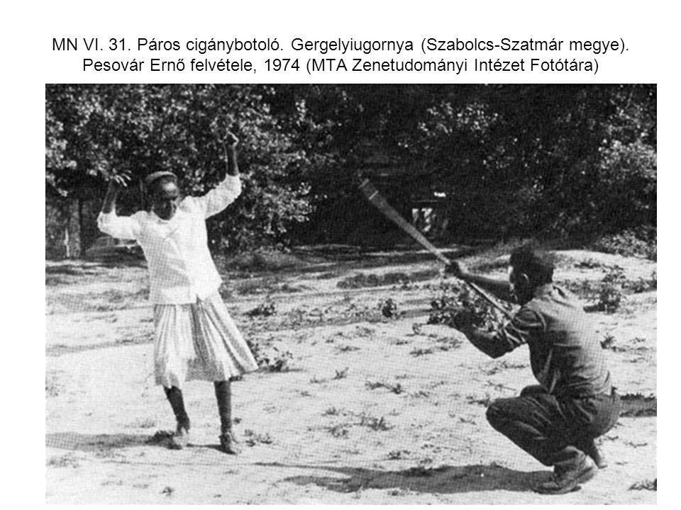 MN VI. 31. Páros cigánybotoló. Gergelyiugornya (Szabolcs-Szatmár megye). Pesovár Ernő felvétele, 1974 (MTA Zenetudományi Intézet Fotótára)