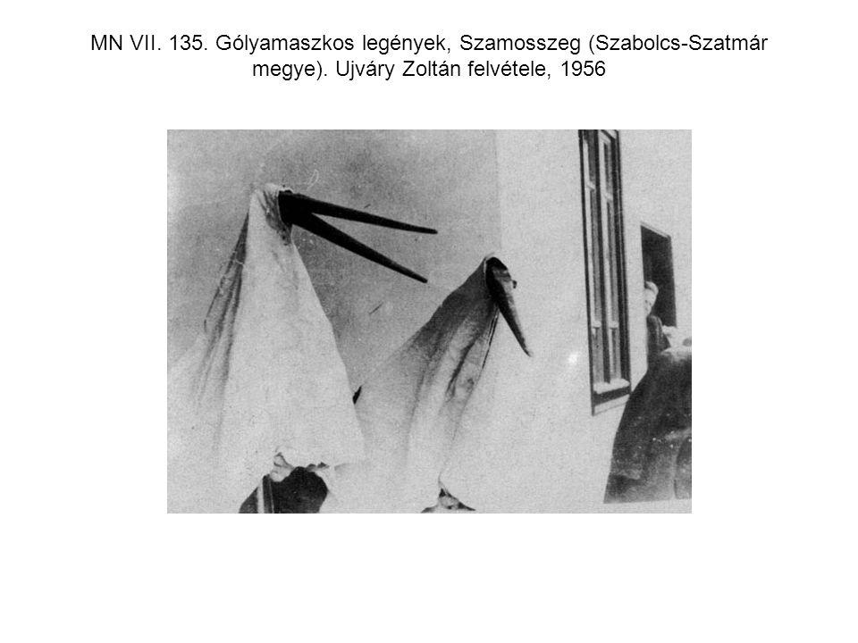 MN VII. 135. Gólyamaszkos legények, Szamosszeg (Szabolcs-Szatmár megye). Ujváry Zoltán felvétele, 1956