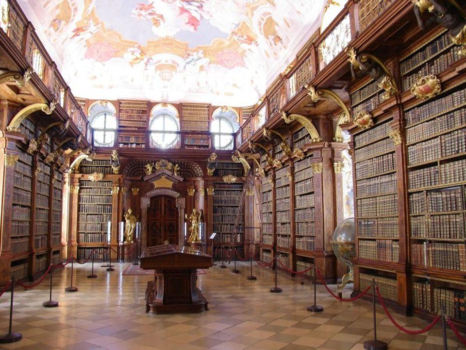 A könyvtárban mintegy százezer tételből 750 - drab 1500 – előttről származó nyomtatott emlék, 1700 kötetet a XVI.