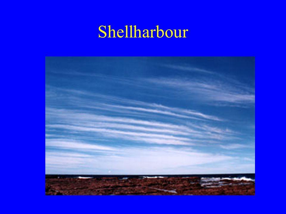A rétegfelhők mikroszerkezete Kis sebességű feláramlás folyadékvíz 0,05- 0,25g/köbm nimbostratus: 1g/köbm cseppméret felfelé nő keskeny spektrum