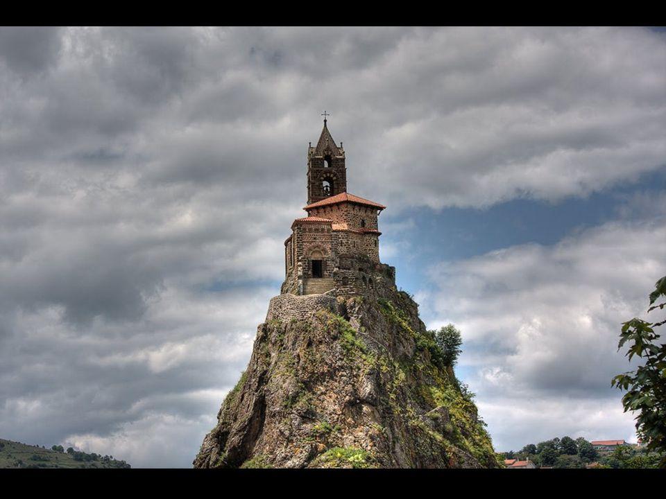 St. Michel Kápolna A bazaltkúpon levö kápolnához 277 lépcsön vezet az út.
