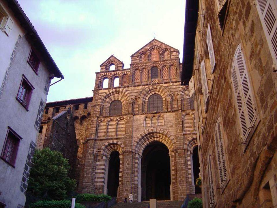 St.Michel Kápolna A bazaltkúpon levö kápolnához 277 lépcsön vezet az út.