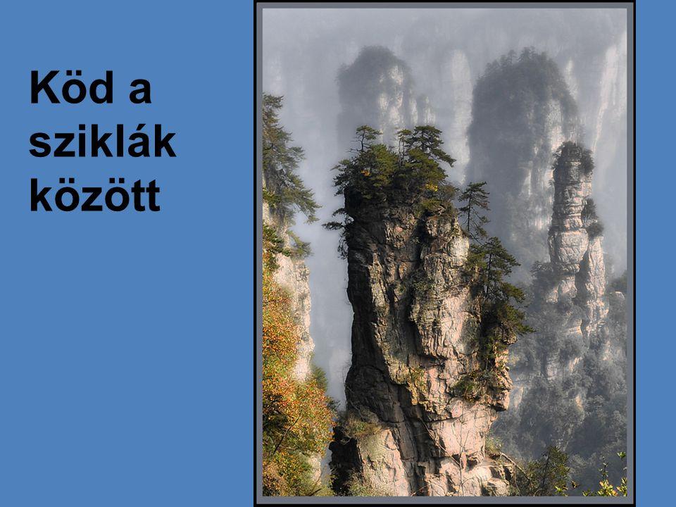 Köd a sziklák között
