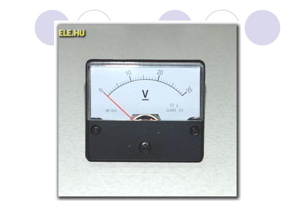Az áramerősség Def: Az egységnyi keresztmetszeten átáramoltatott töltések mennyiségét jellemző fizikai mennyiség Jele: I Mértékegysége: A (amper) Andre Marie Ampere (1775-1836) Kiszámolása: I = Q/t 1 A = 1 C/1s 1 A = 1000 mA Mérése: amper-mérő (áramerősség mérő műszer); sorosan kapcsoljuk az áramkörbe