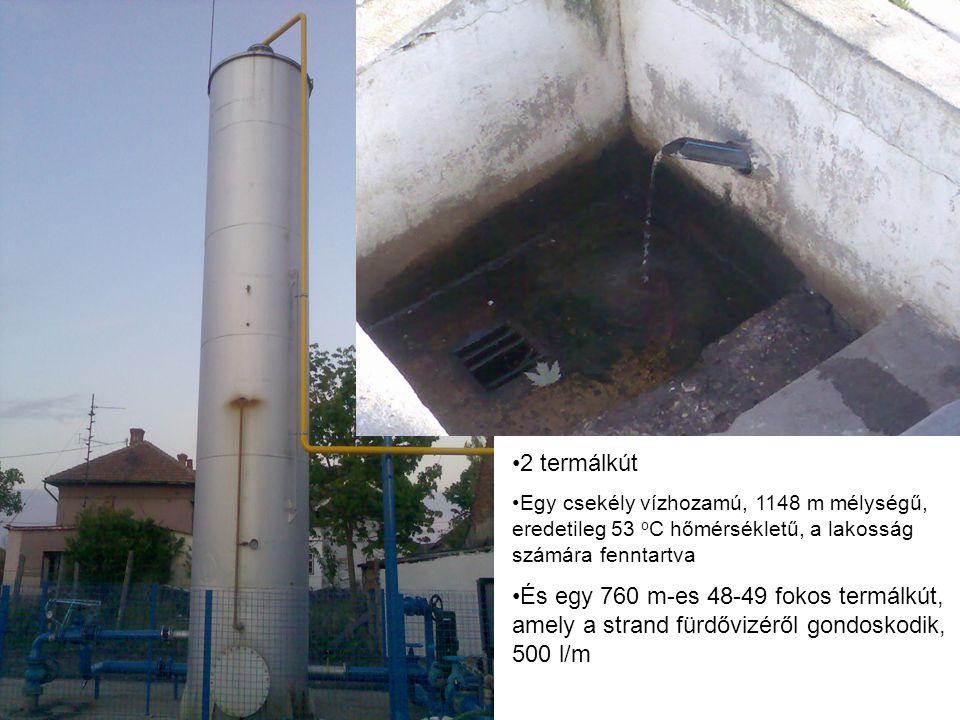 2 termálkút Egy csekély vízhozamú, 1148 m mélységű, eredetileg 53 o C hőmérsékletű, a lakosság számára fenntartva És egy 760 m-es 48-49 fokos termálkút, amely a strand fürdővizéről gondoskodik, 500 l/m
