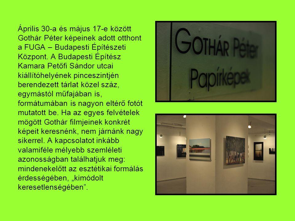 A két helyiségre oszló kiállítás kisebbik termében néhány portré és két görögországi sorozat kapott helyet.