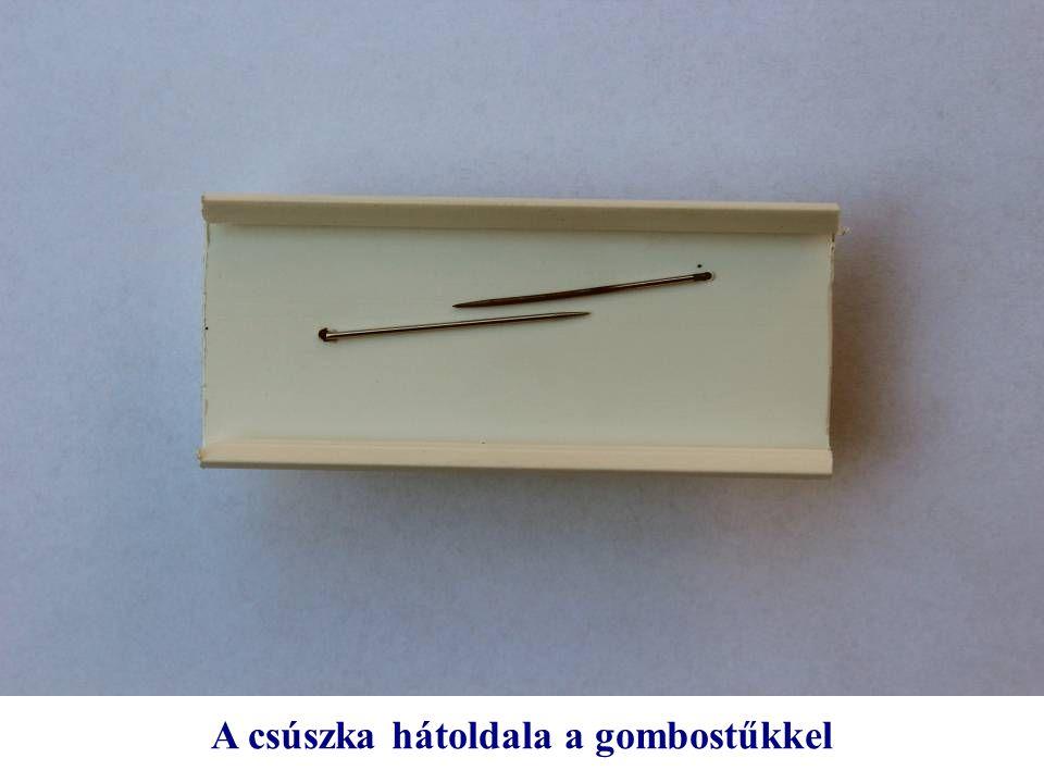 A csúszka hátoldala a gombostűkkel
