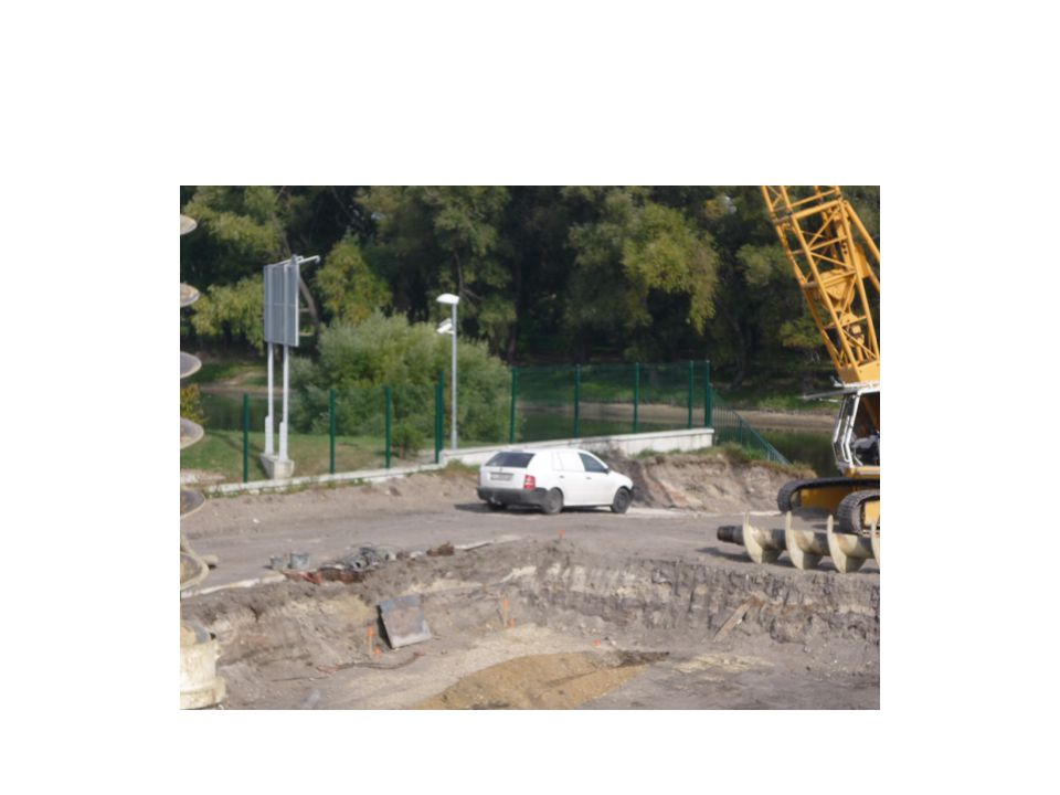 Az állványpadozat szélességi méretei : falétra állványvakolás, tatarozás céljára legalább 0,5 m; csőállvány vakolás, tatarozás céljára legalább 0,6 m; anyaglerakás, falazás céljára legalább 1,0 m; keretes fémállványok esetében legalább az adott típusú állványkeret térítési szélességét kell biztosítani.
